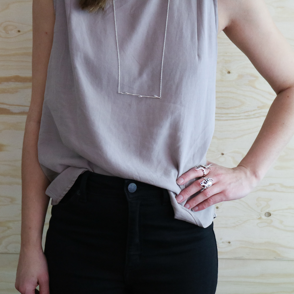 Dagens slow fashion-outfit – silver, tencel och återbrukad matta