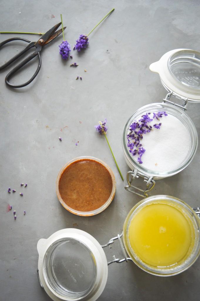 Hudvårdsprodukter från skafferiet & recept på skrubb