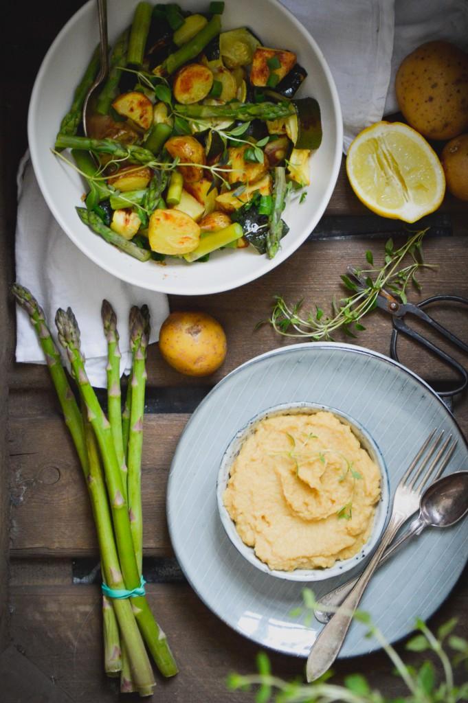 Försommarsallad med ugnsrostad potatis och timjan + hummus