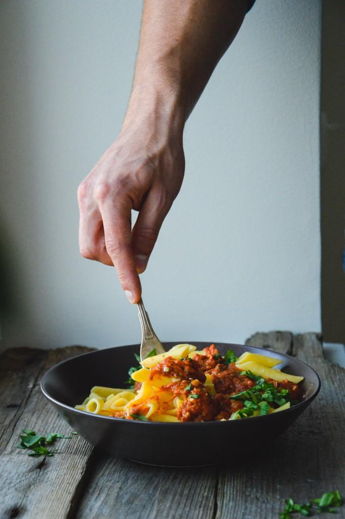 Pasta med krämig solros- och tomatsås
