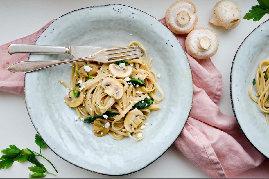 Krämig pasta med sojamarinerade svampar
