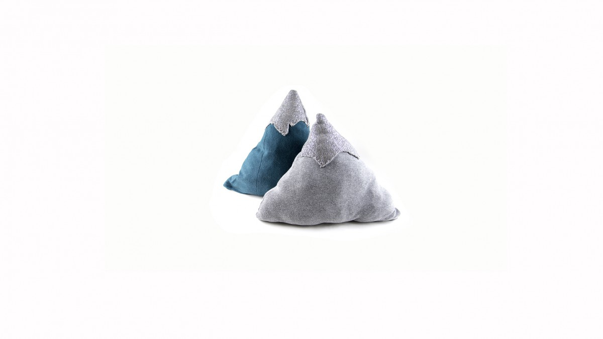 Lucka 13 Mountain pillow