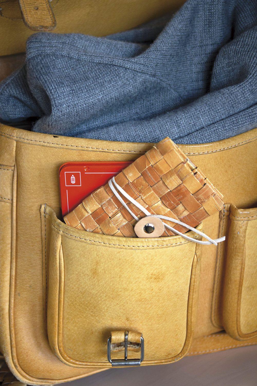 Plånbok i näver av Emma Dahlqvist